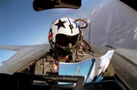 طيار مقاتل