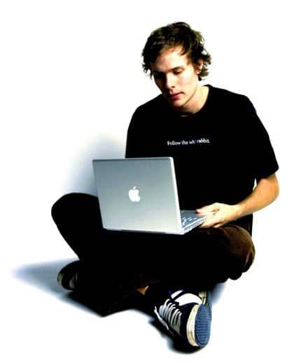 رجل الانترنت