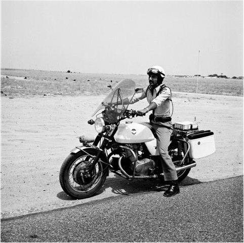دورية على دراجة نارية