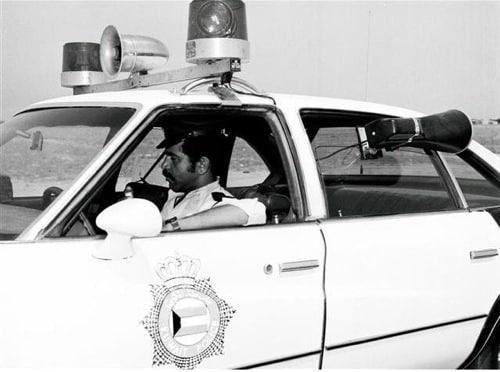 شرطي داخل الدورية